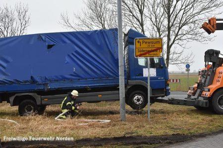 Hilfeleistung nach Lastkraftwagenbergung, 17.02.2017