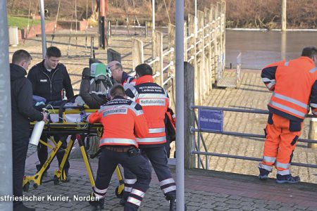 Person im Hafenbecken, 14.02.2017