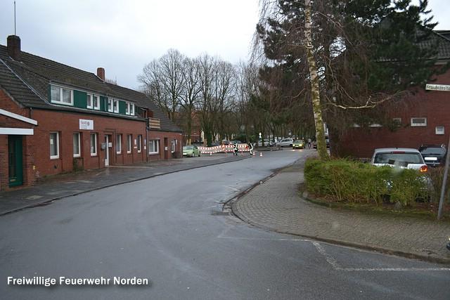 Schmierfilm verunreinigt Straße, 02.01.2014