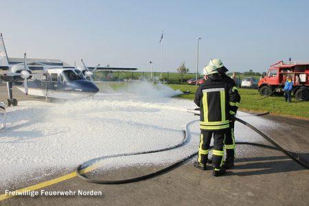 Übung: Flugzeugbrand am Flugplatz, 11.06.2013